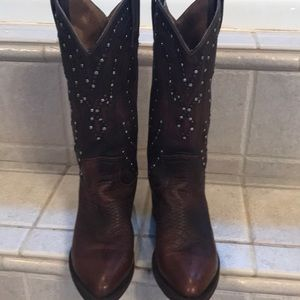 Frye Studded Cowgirl Boots 6B differs shades brown